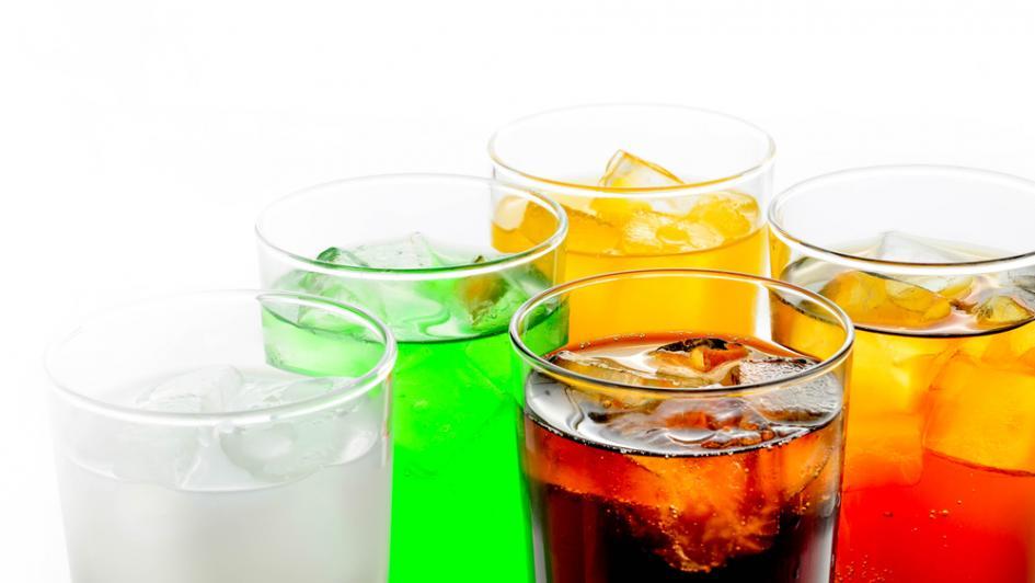 تعرفي المشروبات الغازية بتعمل في جسمنا ايه ؟؟؟؟